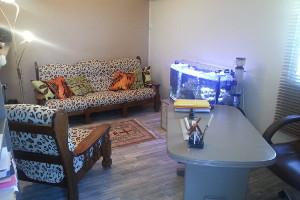 Salle de relaxation avec aquarium